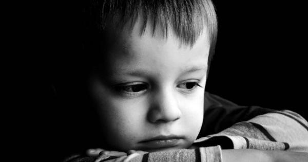 Η δύσκολη στιγμή της απώλειας… Τι πρέπει να πούμε στο παιδί μας αν πεθάνει το κατοικίδιο