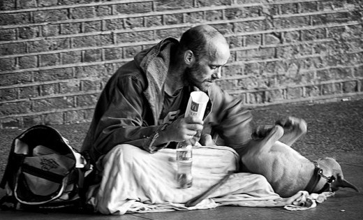 15 άστεγοι με τους σκύλους τους (εικόνες)
