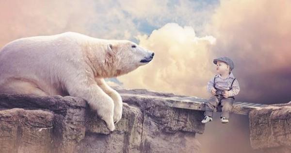 Ενα αγοράκι 10 μηνών «ταξιδεύει» σε όλο τον κόσμο και φωτογραφίζεται με άγρια ζώα (εικόνες)