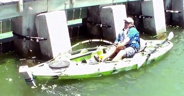 Αυτός ο άντρας νόμιζε ότι είχε πιάσει ένα απλό ψάρι. Αυτό που έπιασε όμως ήταν κάτι πολύ σπάνιο! (Βίντεο)
