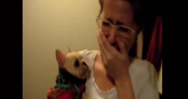 Λέει στο σκυλάκι «Σ'αγαπώ» και δεν πιστεύει στα αυτιά της την απάντηση που παίρνει (Βίντεο)
