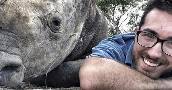 Ο ευγνώμων ρινόκερος έγινε φίλος με τον άνθρωπο που τον έσωσε (Εικόνες)