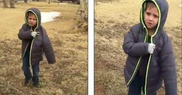 Ένα μικρό αγόρι ξαναβρίσκει το χαμένο του σκυλάκι και ξεσπάει σε δάκρυα χαράς (Βίντεο)