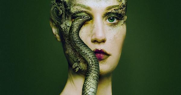 Απίστευτες φωτογραφίες: Καλλιτέχνιδα γίνεται ένα με τα ζώα και αντικαταστεί τα μάτια της με τα δικά τους! (Εικόνες)