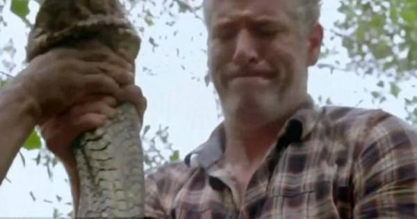 Παρουσιαστής του BBC βρέθηκε πρόσωπο με πρόσωπο με το μεγαλύτερο φίδι στον κόσμο (φωτό, vid)