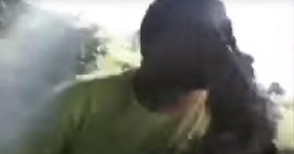 Το φιλί σε κροκόδειλο που πήγε στραβά (Βίντεο)