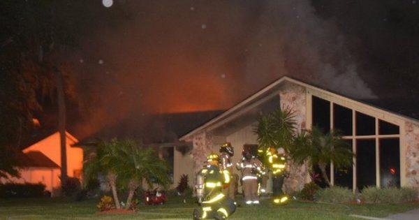 Δύο μικρά παιδιά είχαν παγιδευτεί σε ένα φλεγόμενο σπίτι. Ώσπου εμφανίστηκε ένας σκύλος..