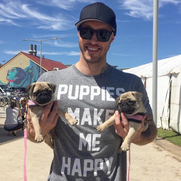 Σκύλος σκύλοι σκυλάκια σκυλάκι Ένας Αυστραλός έχει βάλει ως σκοπό της ζωής του να σώσει όλα τα σκυλάκια του πλανήτη