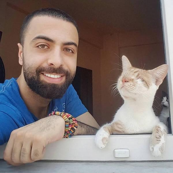 τραυματισμένες Η πανέμορφη ιστορία ενός πιανίστα που έσωσε 9 αδέσποτες τραυματισμένες γάτες κι εκείνες έγιναν το πιο πιστό κοινό του! γάτος γάτες Γάτα αδέσποτο αδέσποτες Αδέσποτα