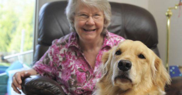 Ο σκύλος ξύπνησε την 66χρονη ιδιοκτήτριά του στις τρεις τα ξημερώματα. Όταν οι γιατροί έμαθαν τον λόγο, έμειναν άφωνοι!
