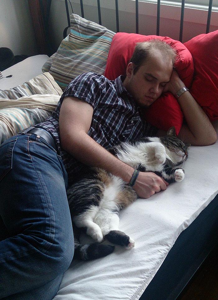 Γάτα άνθρωπος