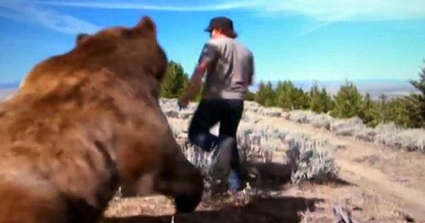 Έσωσε μια τραυματισμένη αρκούδα από βέβαιο Θάνατο. 6 χρόνια αργότερα κανείς δεν περίμενε ότι η αρκούδα…