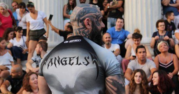 Οι φύλακες «Angels» των σκύλων στην Ελλάδα δεν φοράνε κοστούμι