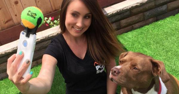 Έξυπνο αξεσουάρ για κινητά που θα κάνει τον σκύλο σας να πάρει την σωστή πόζα για selfie