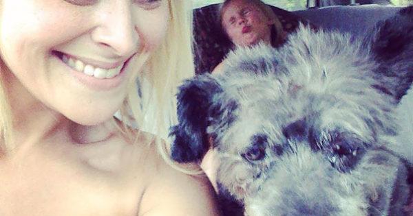 Γυναίκα υιοθετεί ετοιμοθάνατο σκύλο με σκοπό να κάνει τις τελευταίες μέρες του όσο καλύτερες γίνεται