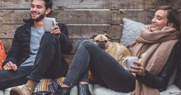 Προτιμάς κι εσύ ν' αράζεις με τον σκύλο σου παρά με τους φίλους σου;