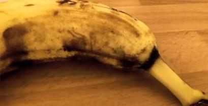 Μια αράχνη μέσα σε μια μπανάνα (Βίντεο)
