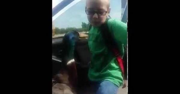 Το αγόρι που είναι φίλος με μια πάπια (video)