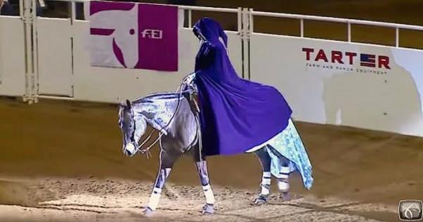 Κέρδισε παγκόσμιο βραβείο δίνοντας μία εκπληκτική παράσταση με το άλογό της! (Βίντεο)