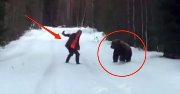 Σουηδός μας δείχνει τον σωστό τρόπο για να αποφύγουμε μια επίθεση από αρκούδα. (Βίντεο)
