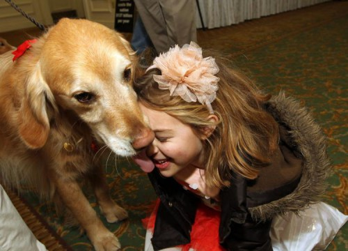 996672_Children-with-autism-bond-with-the-family-dog