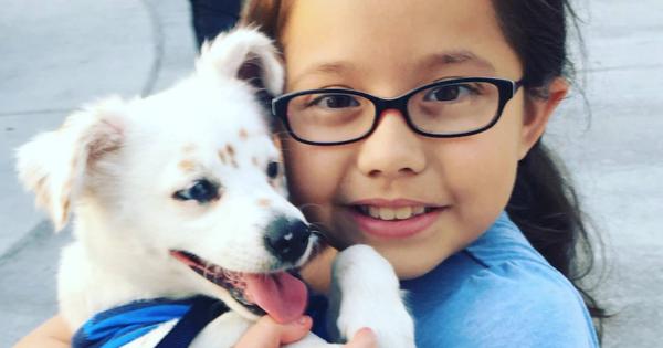 Αυτό το κοριτσάκι και το σκυλάκι του, πέρα από μια δυνατή φιλία, τα ενώνει και κάτι άλλο…