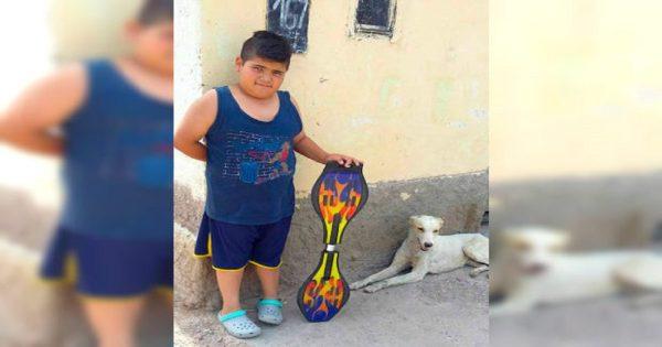 9χρονο παιδί προσπαθεί να πουλήσει το αγαπημένο του παιχνίδι για να σώσει ένα αδέσποτο σκυλί