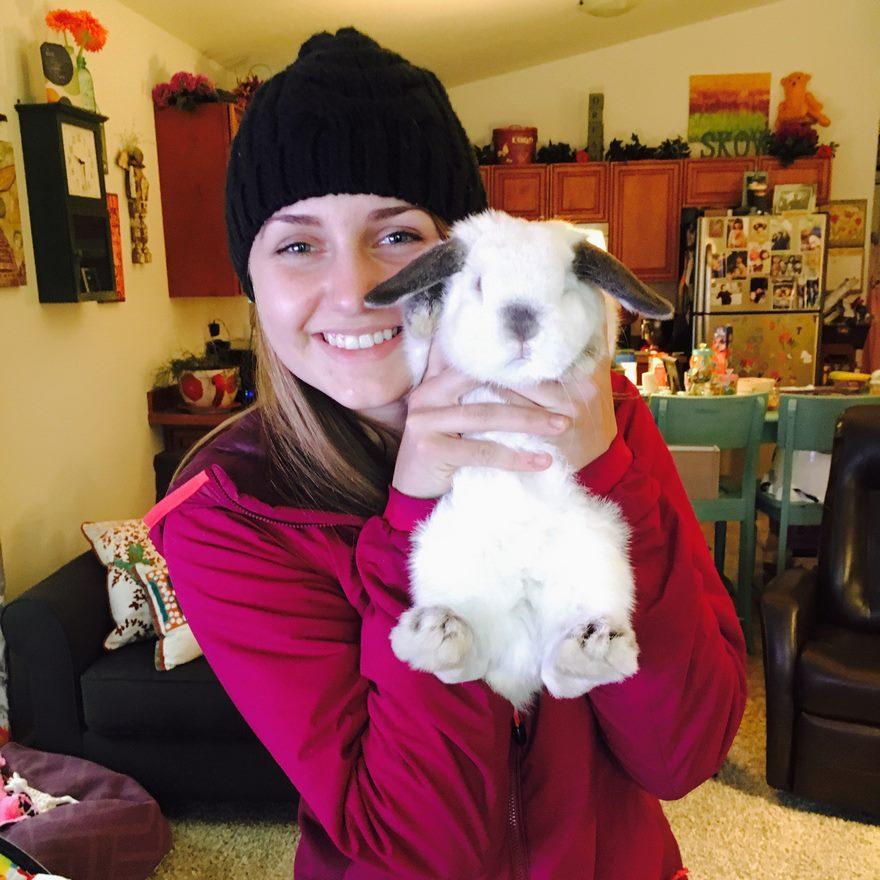 Οι περιπέτειες μιας γυναίκας και του κουνελιού της! κουνέλια κουνέλι