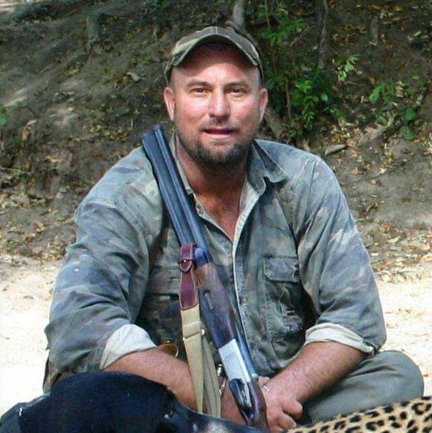 Ζιμπάμπουε ελέφαντες Ελέφαντας στην Ζιμπάμπουε καταπλάκωσε κυνηγό που τον πυροβόλησε ελέφαντας