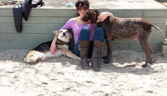 Της αξίζει ένα μεγάλο μπράβο: Υιοθετεί μόνο ανάπηρα ζώα!
