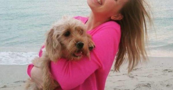 Αυτή η αδέσποτη σκυλίτσα κατέληξε να γυρίσει όλο τον κόσμο με την νέα της μαμά
