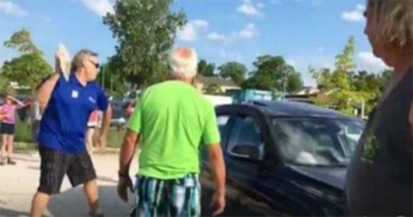 Ξέσπασαν σε χειροκροτήματα!! Άντρας ΣΠΑΕΙ το τζάμι αυτοκινήτου για να «σώσει» σκύλο!